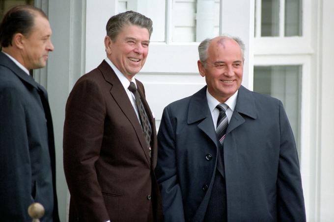 Bildet viser statslederne Reagan og Gorbatsjov som møtes i Reykjavik.