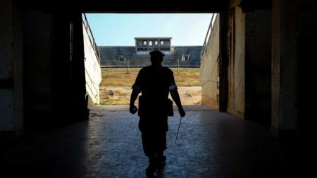 Bildet viser en ugandisk soldat i AMISOM-oppdraget i Somalia.