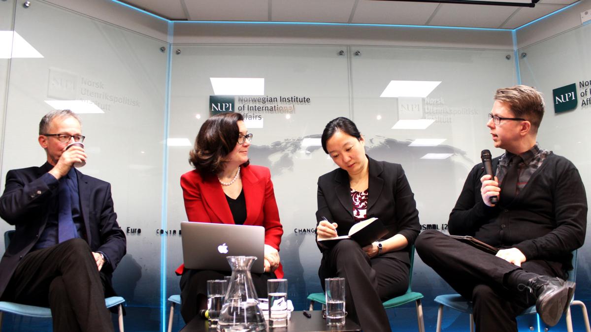 Bildet viser Arne Melchior, Theresa Fallon, Yun Sun og Hans jørgen Gaasemyr