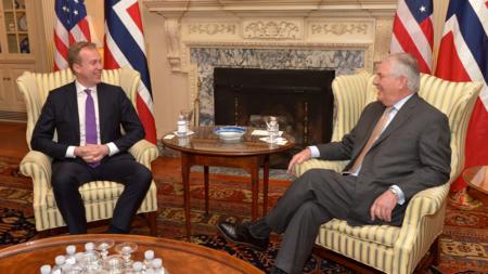 Bildet viser Børge Brende og Rex Tillerson