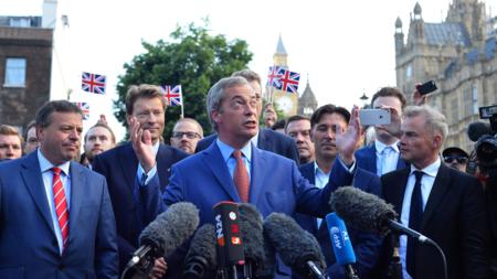 Partileder Nigel Farage (UKIP) på pressekonferanse om Brexit 24. juni.
