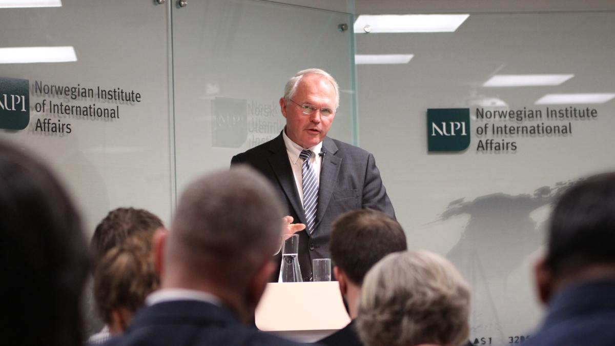 Bildet viser ambassadør Christopher R. Hill