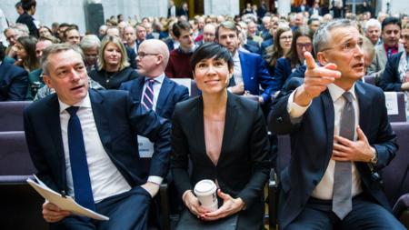 Bildet viser forsvarsminister Frank Bakke-Jensen, utenriksminister Ine Eriksen Søreide og NATOs generalsekretær Jens Stoltenberg.