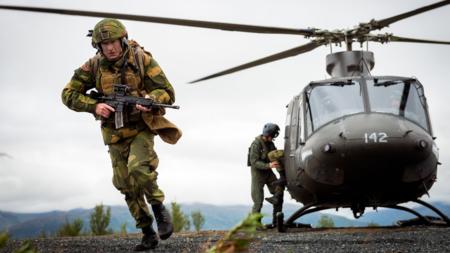 Bildet viser Forsvarssjef Haakon Bruun-Hanssen