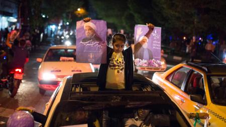 Bildet viser Hassan Rouhani-tilhengere i valgkampen i Iran