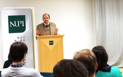 Henry Hale holder seminar på NUPI.