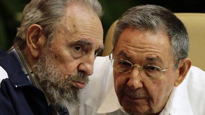 Bilde av brørne Fidel og  Raúl Castro