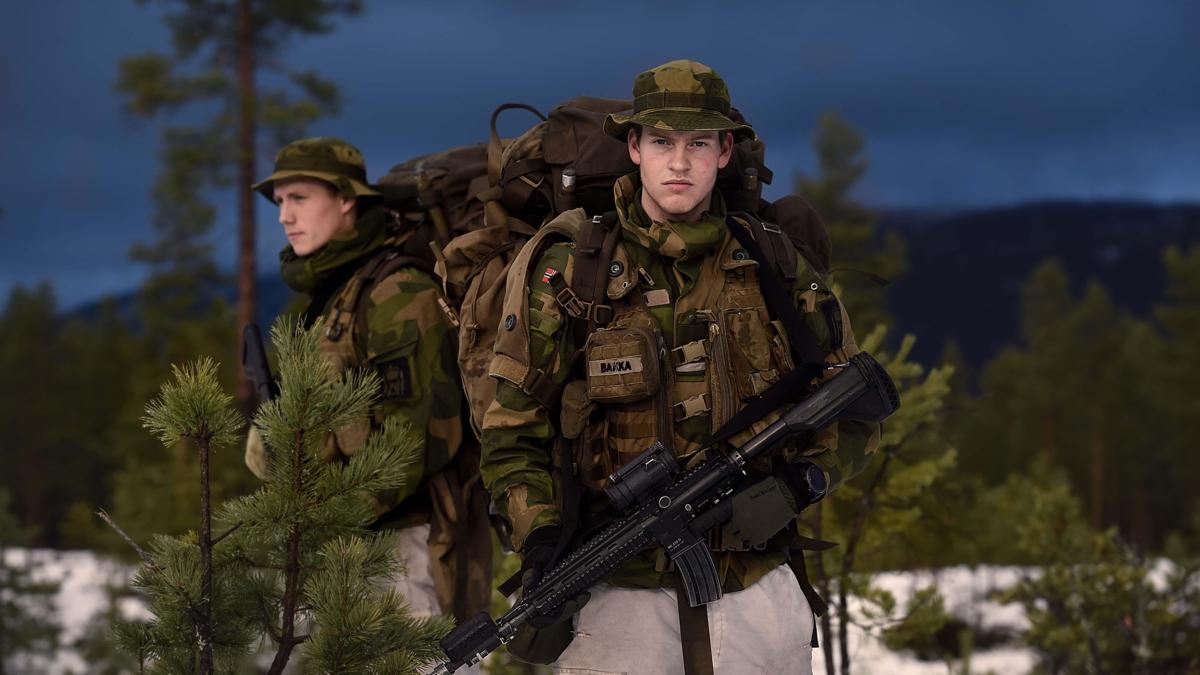 Bildet viser soldater på øvelse.