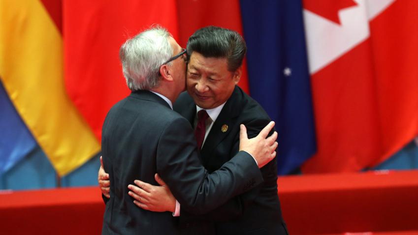 Bildet viser Kinas president Xi Jinping og EU-kommisjonens president Jean-Claude Juncker