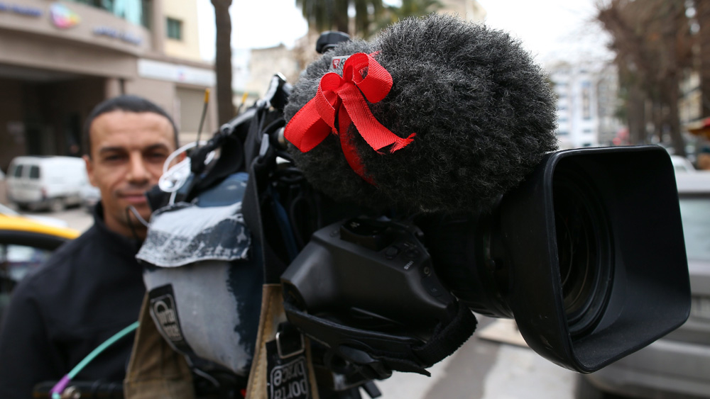 Bildet viser en journalist i Tunisia