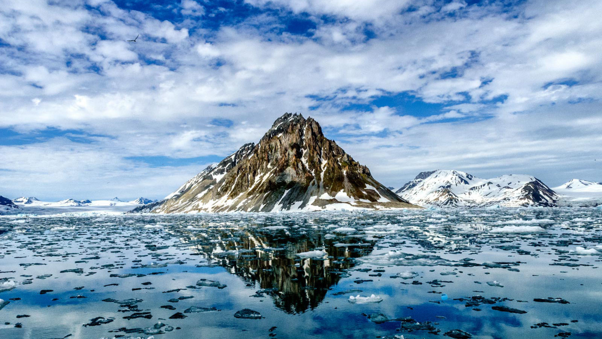 The image shows Luciakammen in Spitsbergen