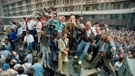 Bildet viser scener fra militærkuppforsøket i Moskva i 1991.