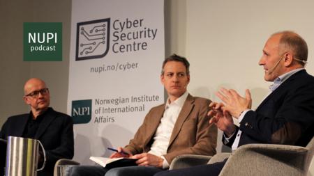 Bildet viser SimulaMet-direktør Olav Lysne (t.v.), NUPI-forsker Karsten Friis og sikkerhetssjef i Huawei Norge, Tore Larsen Orderlykken