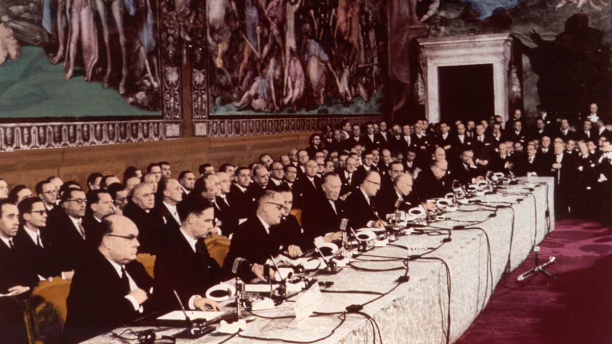 Bildet viser signeringen av Romatraktaten