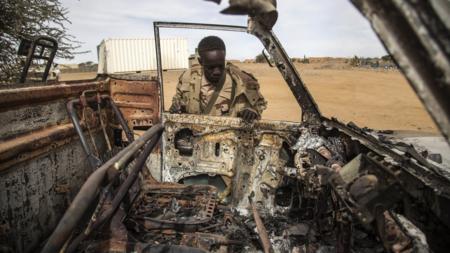 Bildet viser et av kjøretøyene som ble ødelagt i et angrep i Aguelhok, åstedet for et dødelig angrep 20. januar i år hvor ti fredsbevarere ble drept.