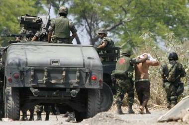 Meksikansk militære gjør en anholdelse